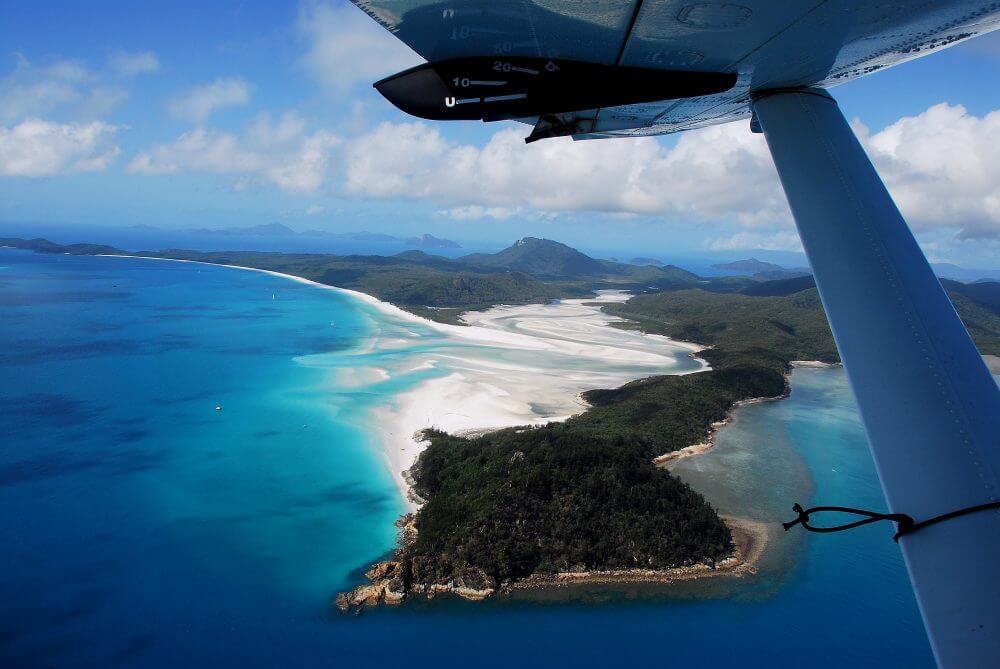Air Whitsunday Reef & Whitehaven Scenic Flight - Flying over the islands